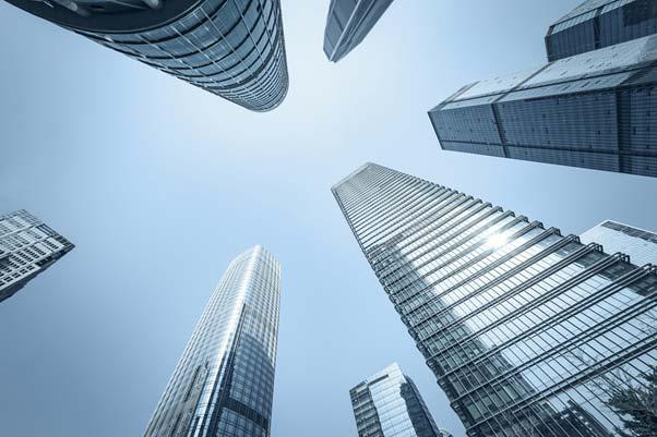 Jak się myje okna w wysokich budynkach?