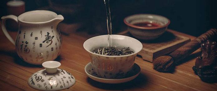 Urocza i finezyjna: idealna porcelana dla pensjonatów i restauracji
